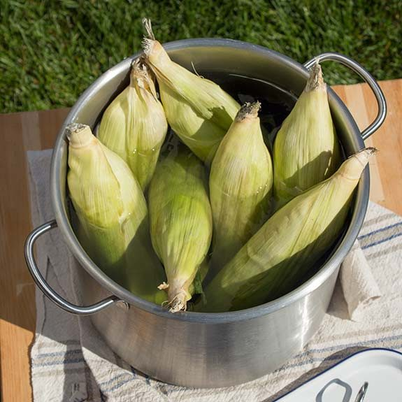 Soak corn in cold water for 30 minutes.