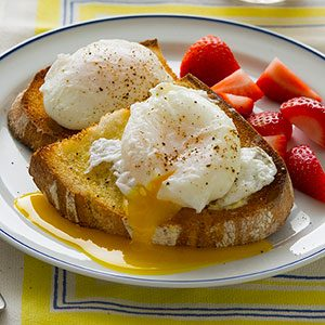 The 3 Myths You've Heard About Poached Eggs—and How to Do It Right