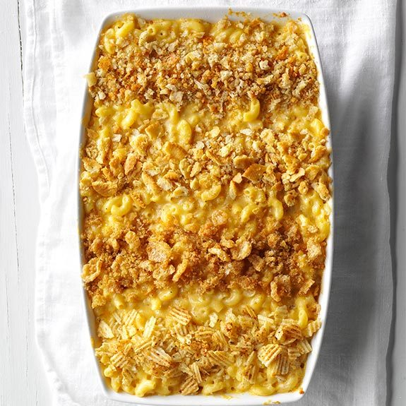 Pan of mac and cheese topped with bread crumbs, crushed Ritz crackers, crushed pork rinds and crushed potato chips.
