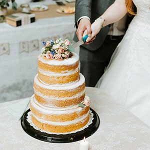 What Is a Naked Cake? (and Why You Should Give it a Try.)