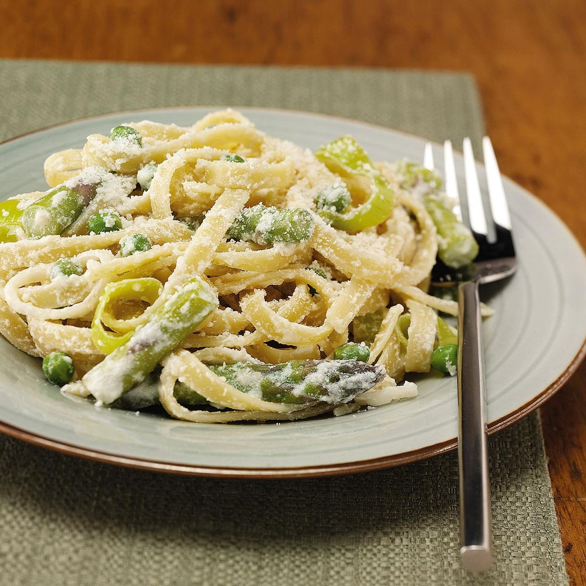 fettuccine with asparagus and peas recipe taste of home. Black Bedroom Furniture Sets. Home Design Ideas