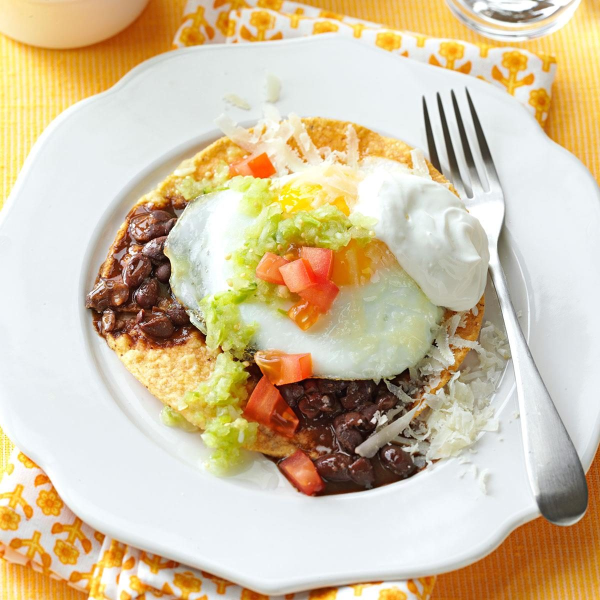 Huevos Rancheros with Tomatillo Sauce Recipe | Taste of Home