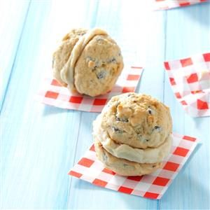 Caramel-Chocolate Chip Sandwich Cookies Recipe
