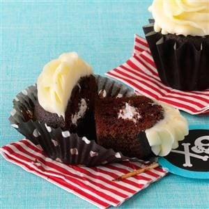 Chocolate Cupcakes with Marshmallow Cream Filling