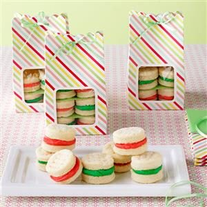 Christmas Sandwich Cremes Recipe