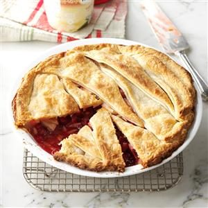 Cranberry Apple-Nut Pie