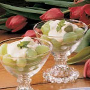 Quick Cream Topped Grapes Recipe