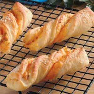 Cheddar-Chili Bread Twists Recipe