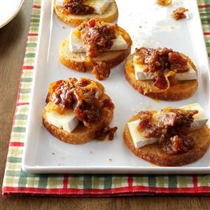 Brie Appetizers with Bacon-Plum Jam