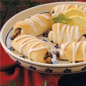 Sweet Raisin Roll-Ups Recipe