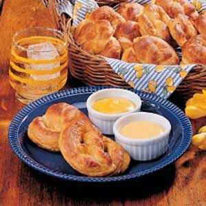 Pretzels with Cheese Dip Recipe