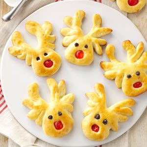 Overnight Reindeer Rolls Recipe