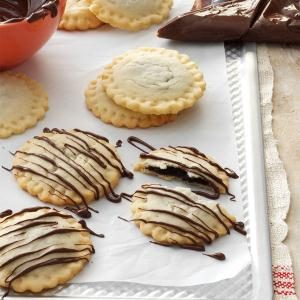 Chocolate-Drizzled Ravioli Cookies Recipe