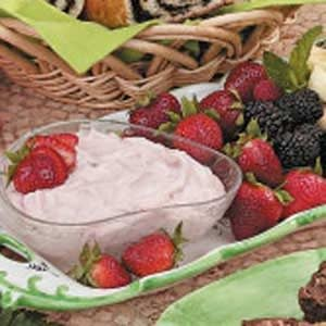 Fluffy Strawberry Fruit Dip