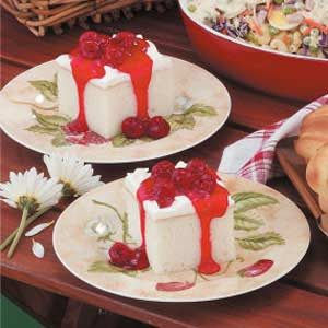 White Cake with Raspberry Sauce Recipe