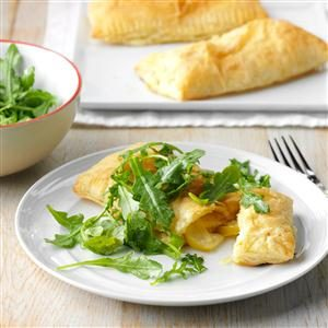 Apple, White Cheddar & Arugula Tarts Recipe
