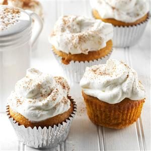 Pumpkin Pie Cupcakes with Whipped Cream