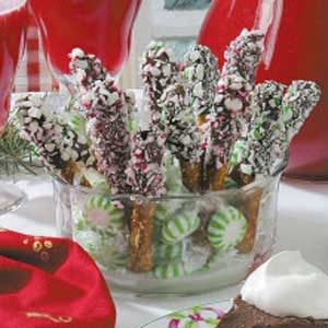 Peppermint Pretzel Dippers