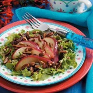 Pecan-Pear Green Salad Recipe