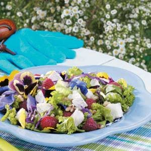 Pansy 'n' Chicken Tossed Salad Recipe