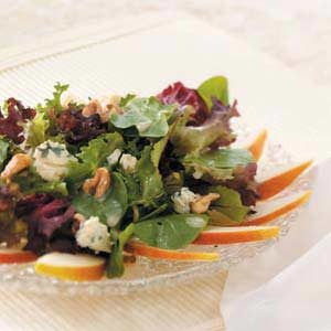 Greens with Pears and Blue Cheese Recipe