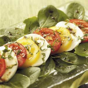 Colorful Tomato 'n' Mozzarella Salad Recipe