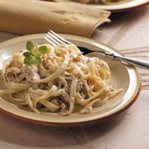 Fettuccine with Bacon-Clam Sauce Recipe