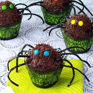 spider cupcakes spooky spider cupcakes are creepy and easy make a ...