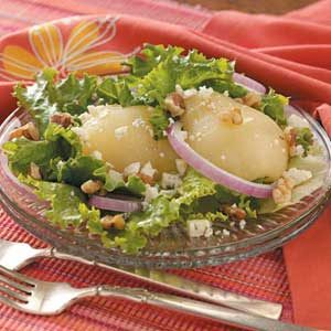 Blue Cheese Salad with Onion and Pear