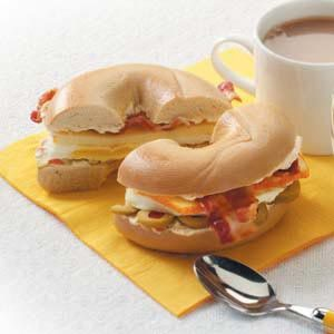 Bacon 'n' Egg Bagels Recipe