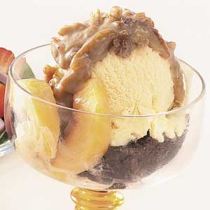 Praline-Peach Brownie Sundaes