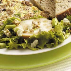 Bartlett Pear and Blue Cheese Salad Recipe