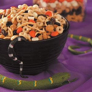 Crunchy Halloween Snack Mix