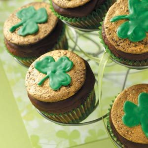 Chocolate-Mint Shamrock Cupcakes Recipe