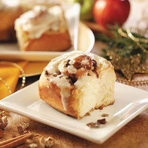 Apple-Pecan Cinnamon Rolls Recipe