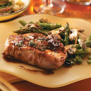 Tender Maple-Glazed Pork Chops Recipe