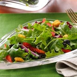 Mixed Greens with Olives & Red Pepper