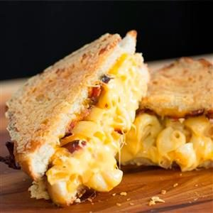 Bacon Mac and Cheese Grilled Cheese Recipe