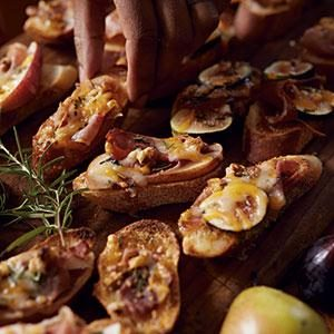 Fig-Prosciutto Crostini Recipe