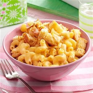 Macaroni and Cheese with Garlic Bread Cubes Recipe