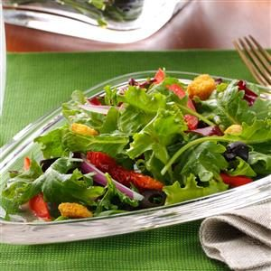 Mixed Greens with Olives & Red Pepper Recipe