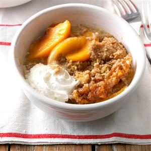 Slow Cooker Peach Crumble