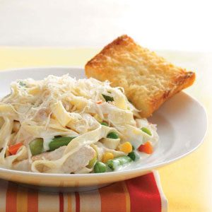 Chicken Fettuccine Alfredo with Veggies & Buttery Parmesan Garlic Bread
